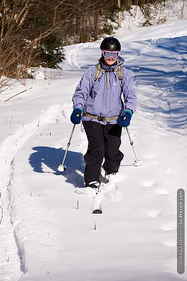 Photo of a skier making a telemark turn